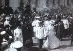 В центре: Николай II и Александра Федоровна. Слева от них - архимандрит Серафим, 1903 г.
